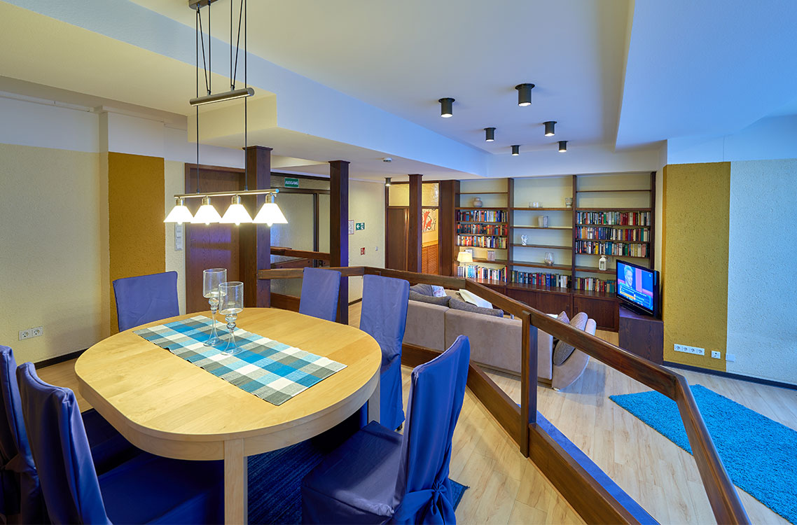 Hotel Am Goetheplatz - Ferienwohnung Wohnzimmer Essbereich